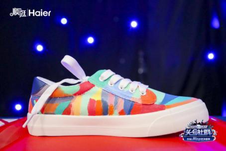 20天内两破吉尼斯!顺逛3万用户共绘定制版小白鞋-焦点中国网